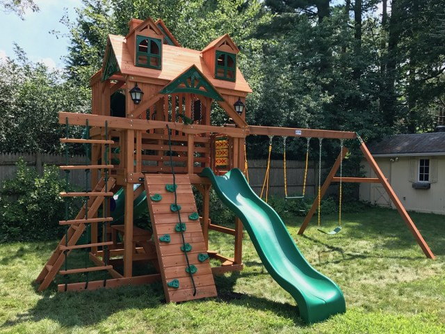 Gorilla Malibu Deluxe Playset Assembly