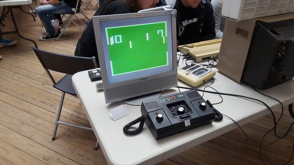 Pong-maskinen i al sin pragt