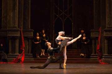 Birmingham Royal Ballet's Swan Lake 01