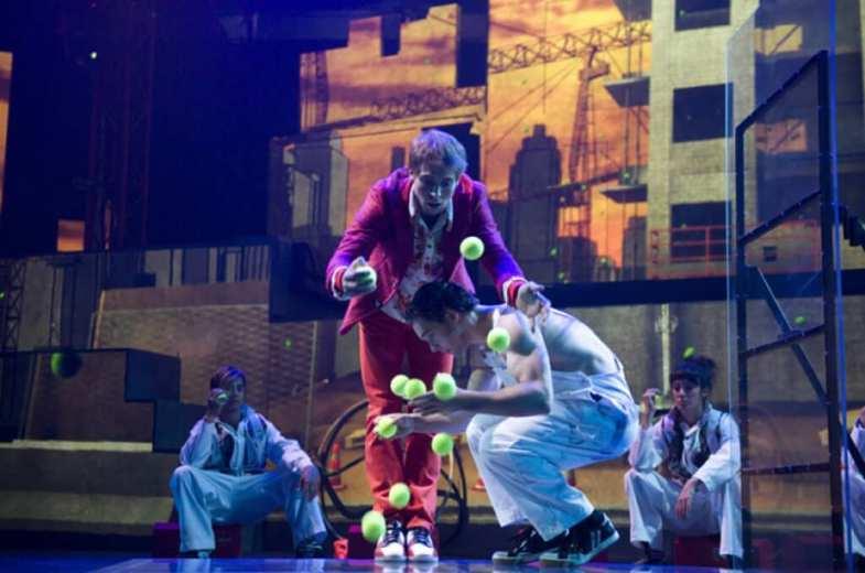 iD – Cirque Éloize The Peacock Theatre