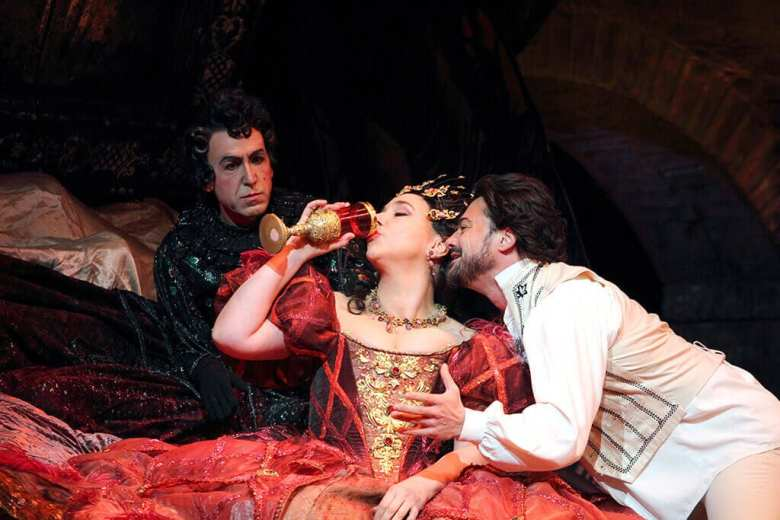 ROH Les Contes d'Hoffman (C) ROH. PHOTOGRAPHER CATHERINE ASHMORE
