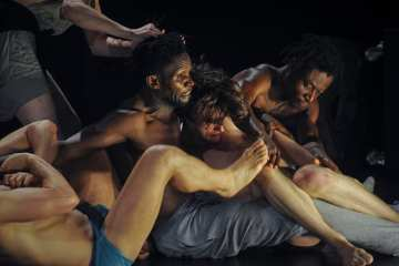 NICHT SCHLAFEN by Alain Platel & les ballets c de la b credit Chris Van der Burght
