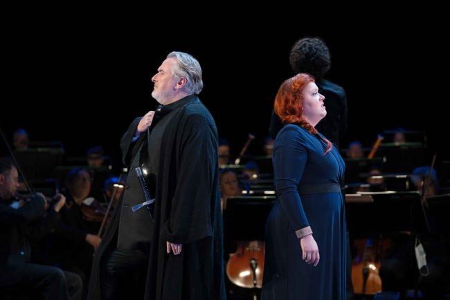 Tristan (Simon O'Neill) and Isolde (Miina-Liisa Värelä)