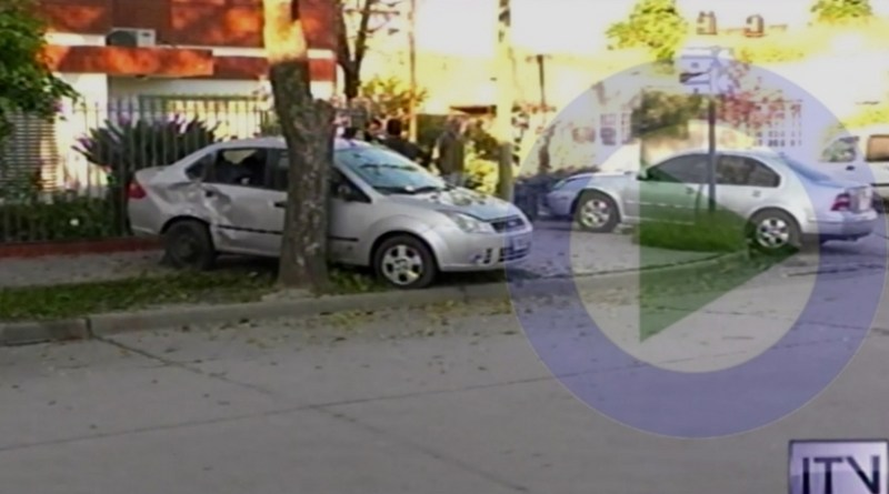 Violento accidente entre dos autos