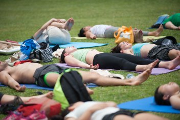 20150502 - Cora Tamar Park Yoga II - 1004