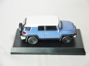 1-64 Kyosho TOYOTA FJ Cruiser Blue 05