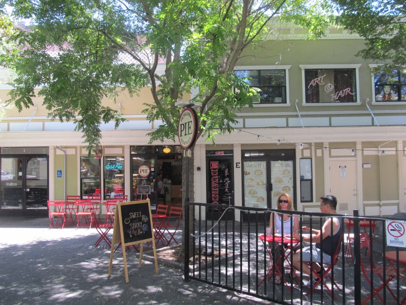 Putnam Plaza pie shop