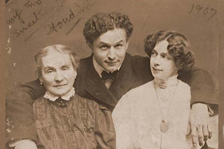 Harry Houdini with his mother and wife 1907