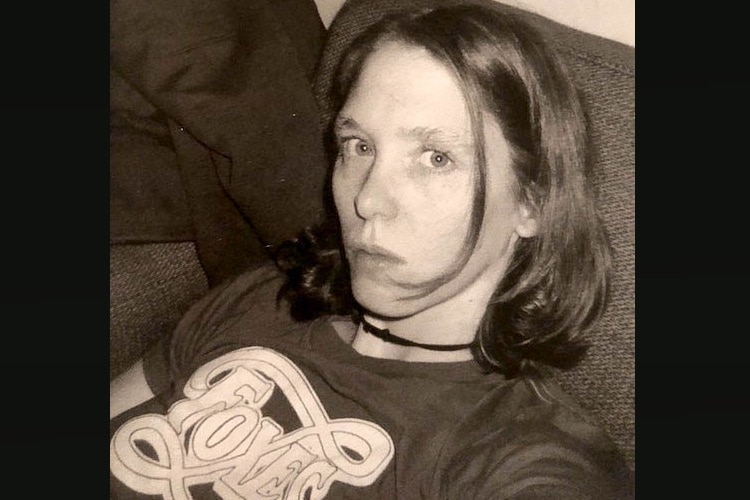 Patty in a t-shirt Kurt gave her, 1996. Photo by Lisa Orth