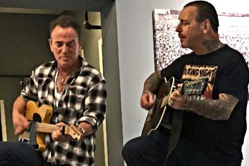 Bruce Springsteen & Mike Ness - photo by Amy Haben