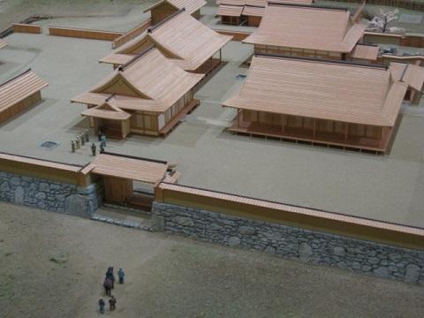 吉川元春館跡大手門の復元模型