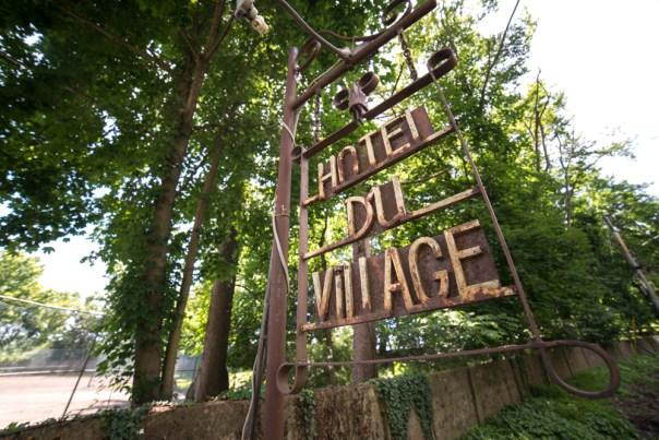 HotelDuVillage-sign