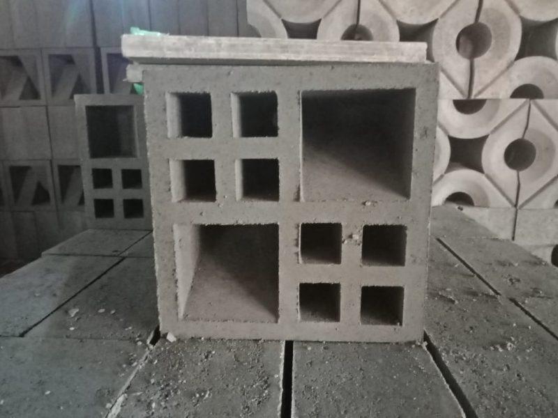 roster dinding beton