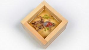 まるで生きた金魚を閉じ込めたような不思議な絵画「金魚絵師 深堀隆介展 平成しんちう屋」が開催