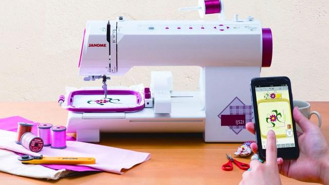 世界初!スマホでデザイン指定ができる小型刺しゅう専用ミシンが発売