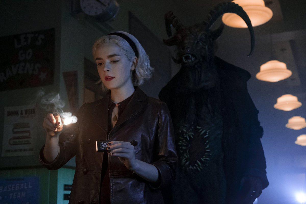 Sabrina Spellman (Kiernan Shipka) en la temporada 2 de Chilling Adventures of Sabrina. Imagen: Chilling Adventures of Sabrina Twitter (@sabrinanetflix).