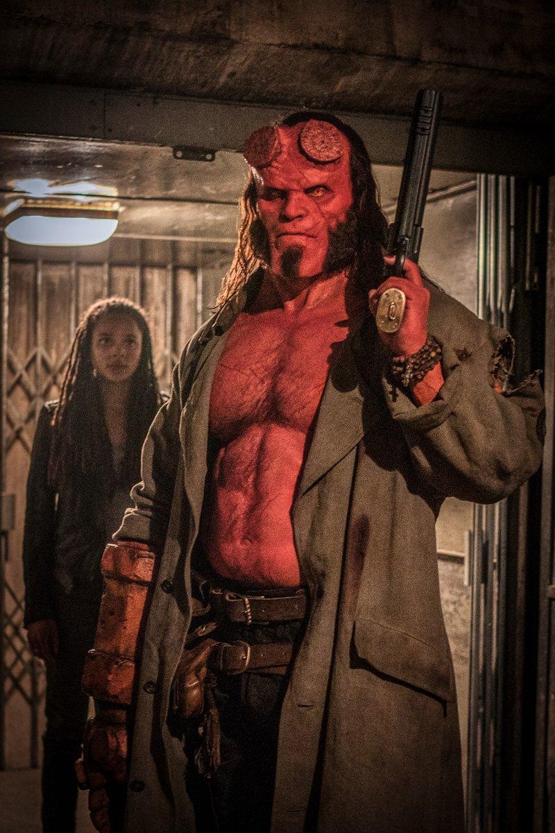 Alice Monaghan (Sasha Lane) y Hellboy (David Harbour) en Hellboy (2019). Imagen: Hellboy (@HellboyMovie).