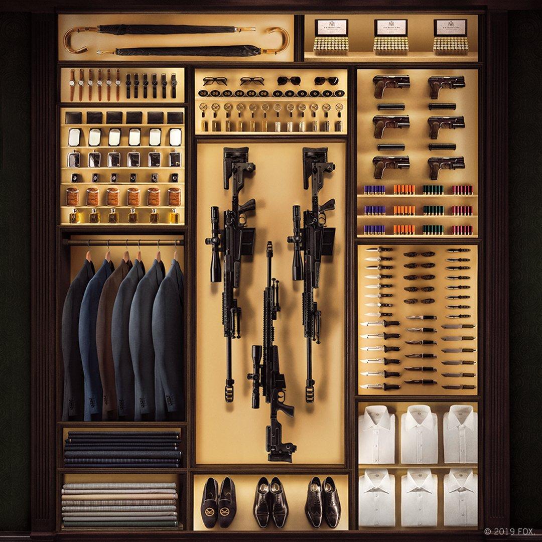 El vestuario y los accesorios de un agente Kingsman. Imagen: Kingsman Twitter (@KingsmanMovie).