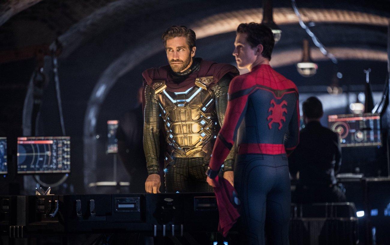 Quentin Beck/Mysterio (Jake Gyllenhaal) y Peter Parker/Spider-Man (Tom Holland) en Spider-Man: Far From Home (2019). Imagen: Spiderman film JP Twitter (@SpidermanfilmJP).