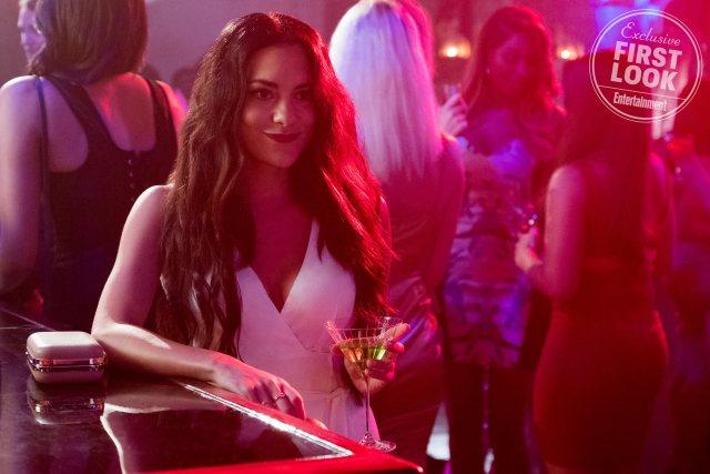 Eva (Inbar Lavi) en la temporada 4 de Lucifer. Imagen: John P. Fleener/Netflix/Entertainment Weekly