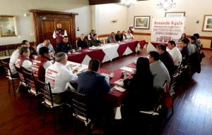 Promete Ayala privilegiar a constructoras locales