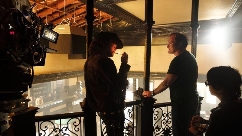 Leonardo DiCaprio y el director Quentin Tarantino en el set de en Once Upon a Time in Hollywood (2019). Imagen: IGN