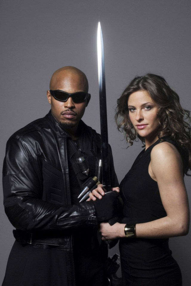 "Kirk ""Sticky Fingaz"" Jones como Blade y Jill Wagner como Krista Starr en Blade: The Series (2006). Imagen: DVDBash.com"