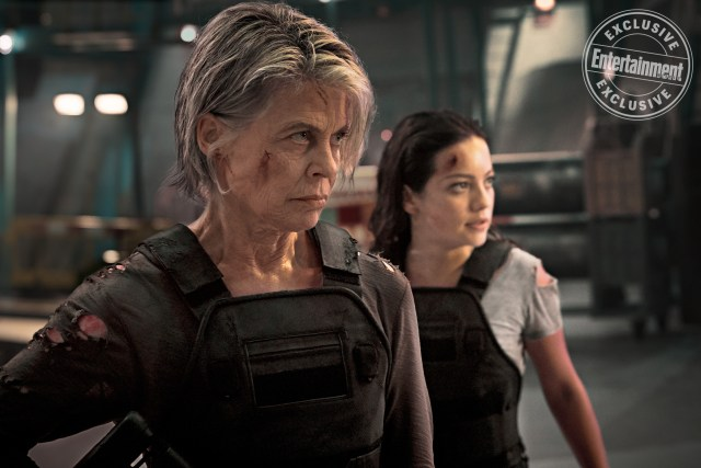 Sarah Connor (Linda Hamilton) y Dani Ramos (Natalia Reyes) en Terminator: Dark Fate (2019). Imagen: Kerry Brown/Paramount/Entertainment Weekly