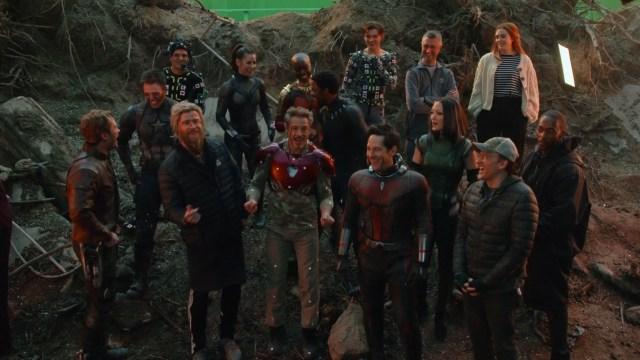 Una reunión detrás de cámaras en el set de Avengers: Endgame (2019). Imagen: ComicBookMovie.com