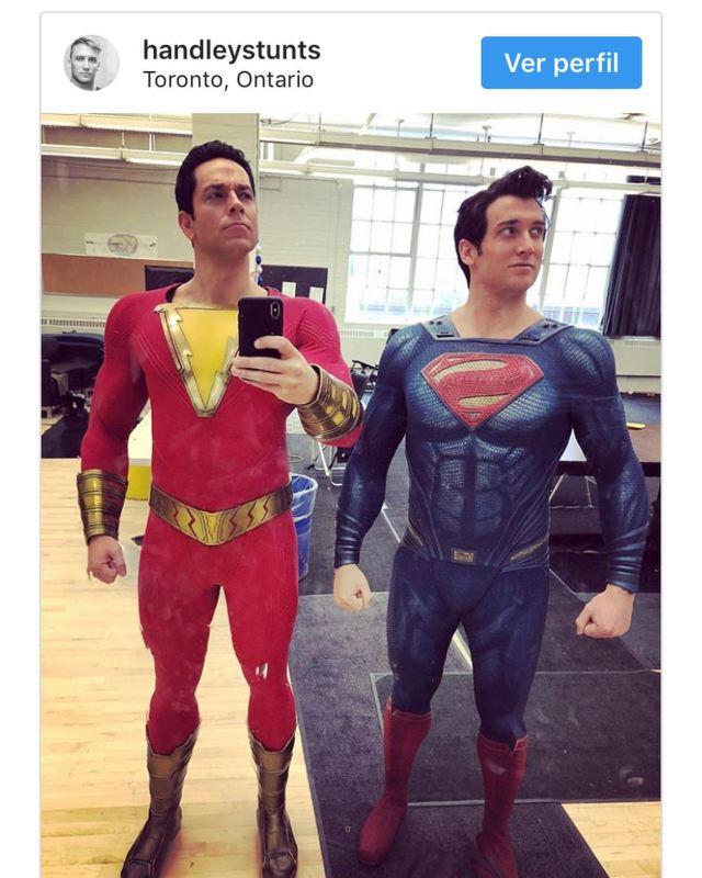 Zachary Levi como Shazam y Ryan Handley como Superman en el set de Shazam! (2019). Imagen: picdeer.org/fandooms_podcast_oficial