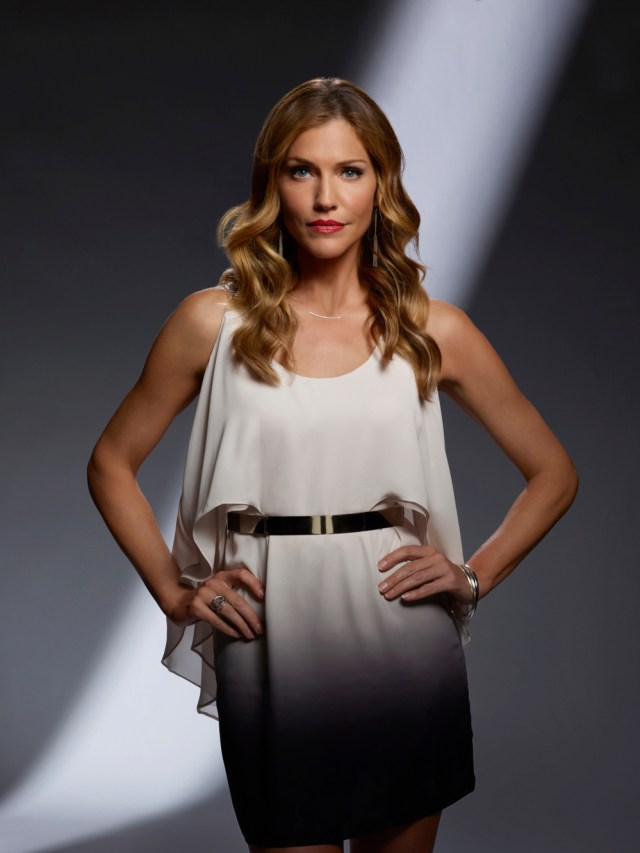 Tricia Helfer como Charlotte Richards en la temporada 2 de Lucifer. Imagen: Brendan Meadows/FOX