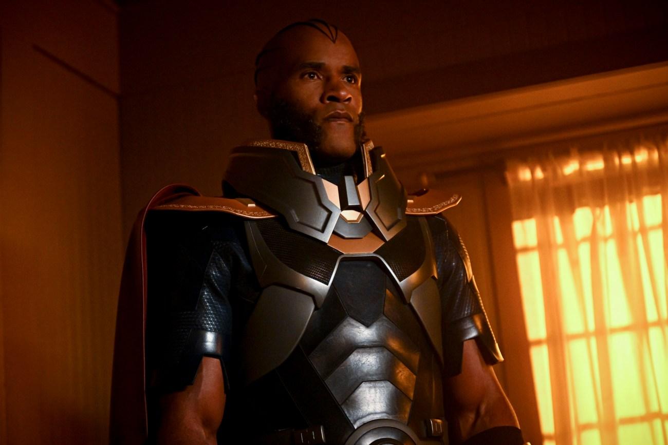 LaMonica Garrett como el Monitor en la temporada 8 de Arrow. Imagen: Sergei Bachlakov/The CW/Entertainment Weekly