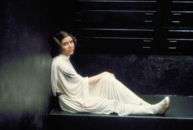 Carrie Fisher (1956-2016) como la Princesa Leia Organa en Star Wars: Episode IV – A New Hope (1977). Imagen: StarWars.com