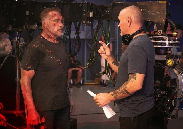 Arnold Schwarzenegger y el director Tim Miller en el set de Terminator: Dark Fate (2019). Imagen: ComicBook.Movie (CBM).