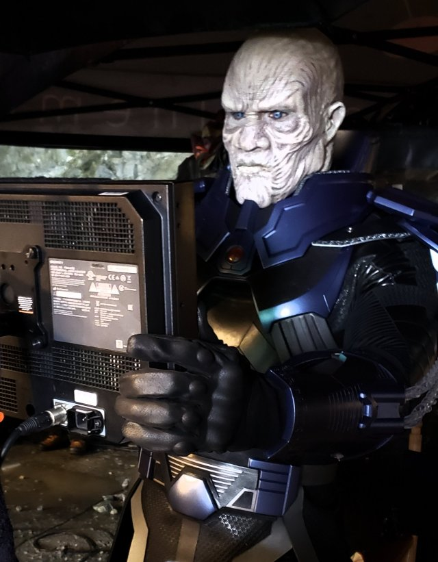 LaMonica Garrett como el Anti-Monitor en el set de Crisis on Infinite Earths. Imagen: LaMonica Garrett Twitter (@lamonicagarrett).