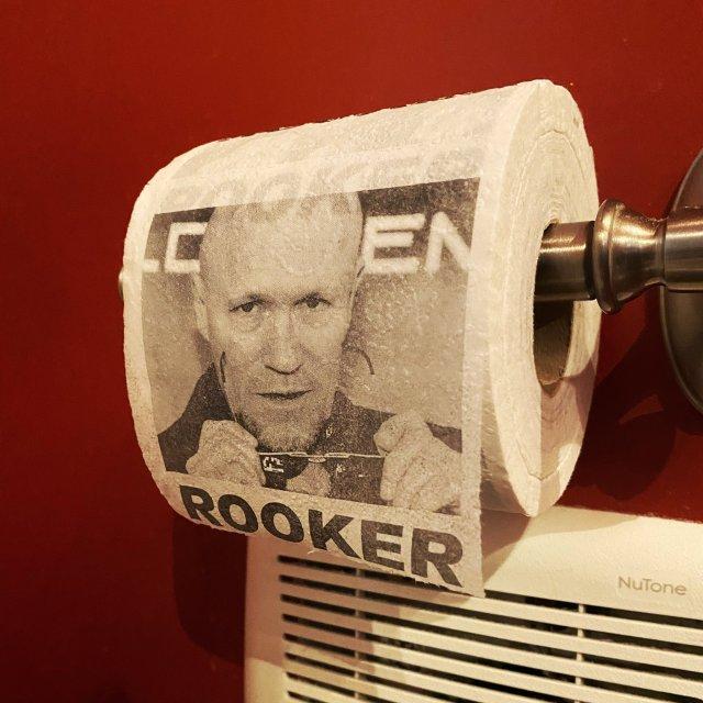 ¿Usarían el papel higiénico con el rostro de Michael Rooker?. Imagen: James Gunn Twitter (@JamesGunn).