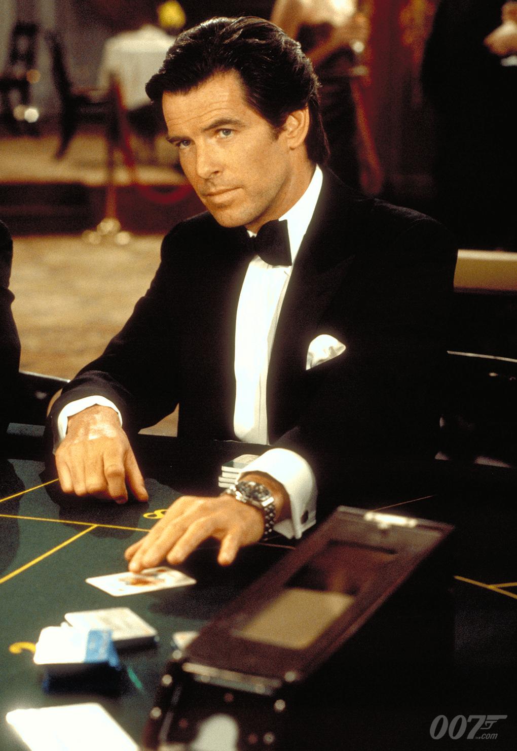 Pierce Brosnan como James Bond en GoldenEye (1995). Imagen: 007.com