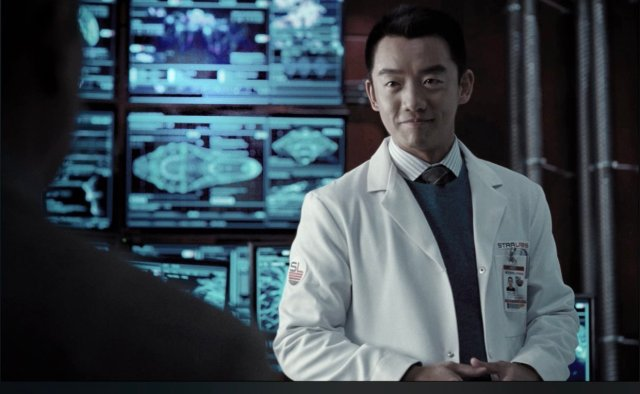 Orion Lee como Ryan Choi en Justice League (2017). Imagen: Discussing Film Twitter (@DiscussingFilm).