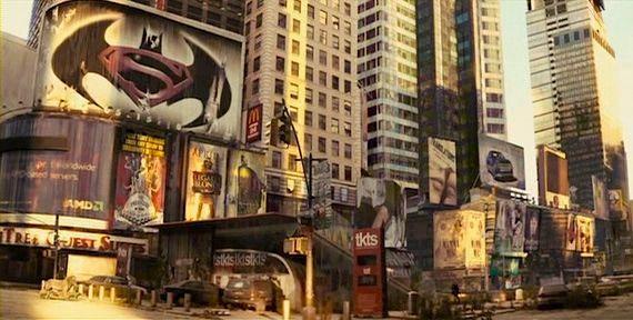 La cartelera promocional de Batman/Superman en I Am Legend (2007). Imagen: pinterest.com
