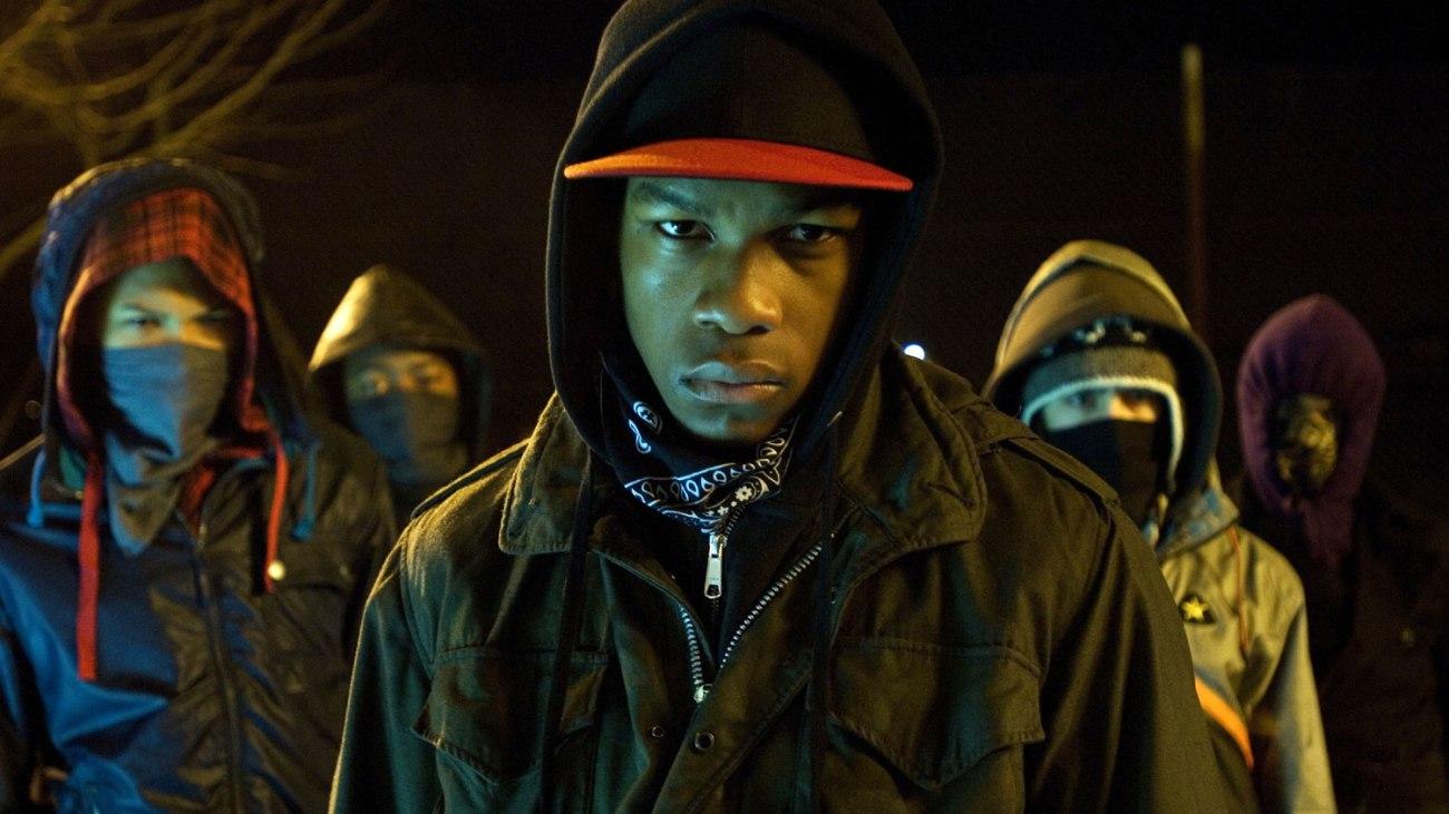 John Boyega como Moses, uno de los personajes de Attack the Block (2011). Imagen: Empire Magazine Twitter (@empiremagazine).