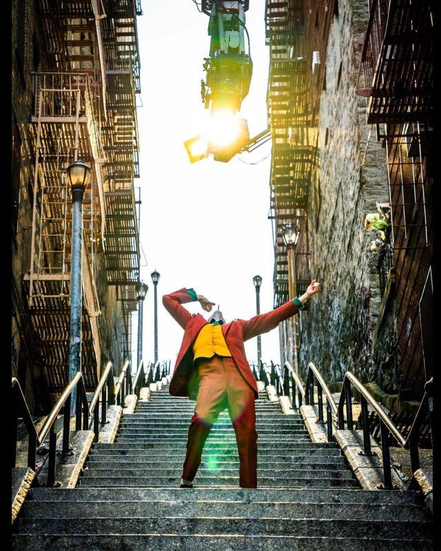 Joaquín Phoenix como el Payaso Príncipe del Crimen en el set de Joker (2019). Imagen: Todd Phillips Instagram (@toddphillips1).
