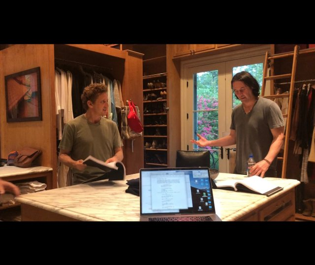 Un ensayo de Bill & Ted Face the Music (2020) con Alex Winter y Keanu Reeves. Imagen: Ed Solomon Twitter (@ed_solomon).
