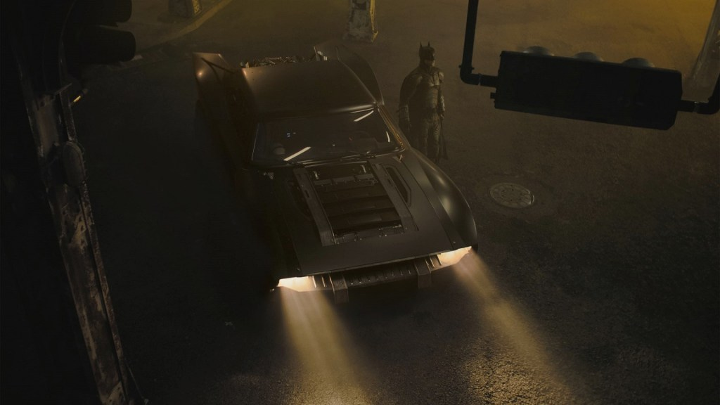 El Batimóvil y el Caballero de la Oscuridad en The Batman (2021). Imagen: fanart.tv