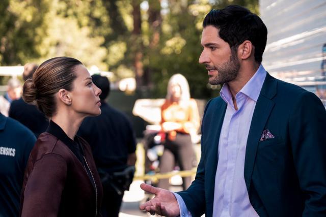 Lauren German y Tom Ellis en la temporada 5 de Lucifer. Imagen: NetflixSA Twitter (@NetflixSA).
