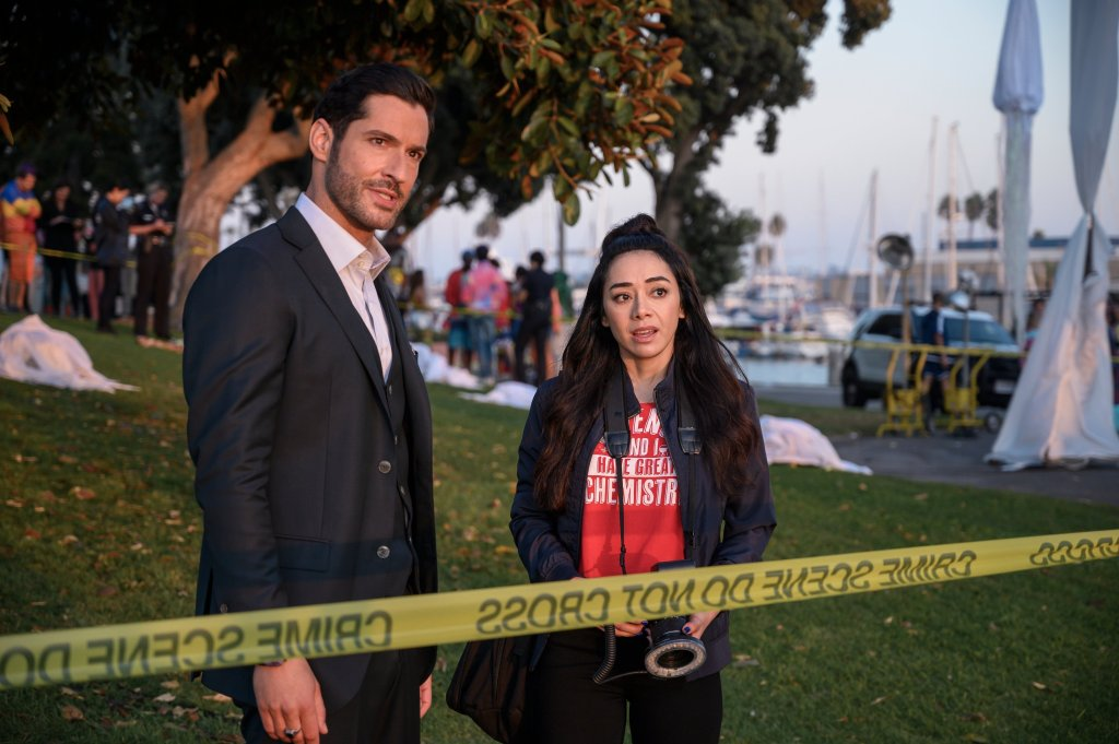 Lucifer Morningstar (Tom Ellis) y Ella López (Aimee García) en la temporada 5 de Lucifer. Imagen: NetflixSA Twitter (@NetflixSA).