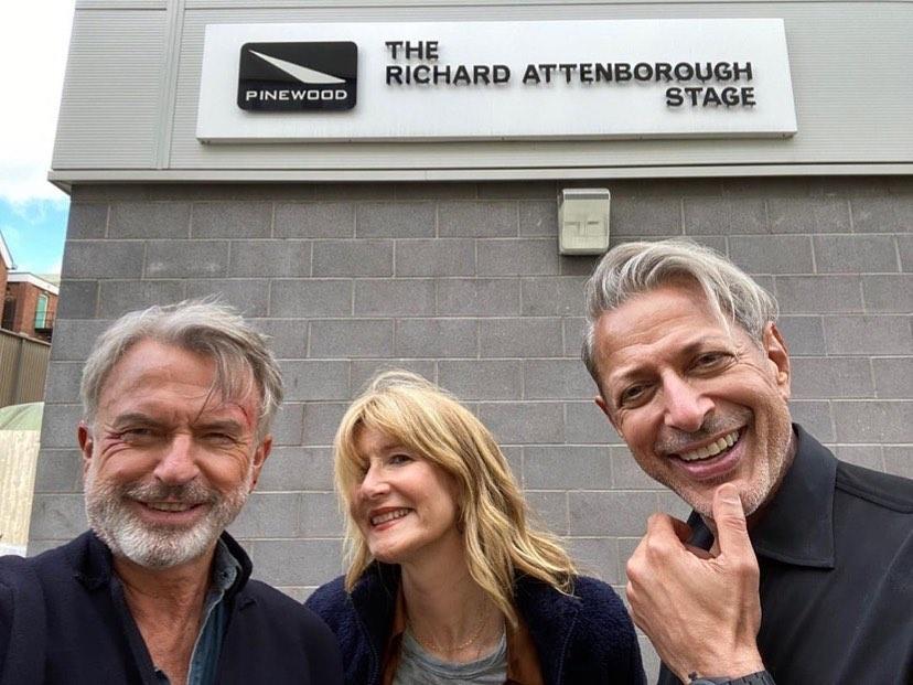 Sam Neil, Laura Dern y Jeff Goldblum están filmando Jurassic World: Dominion (2022) en los Pinewood Studios. Imagen: Laura Dern Instagram (@lauradern).