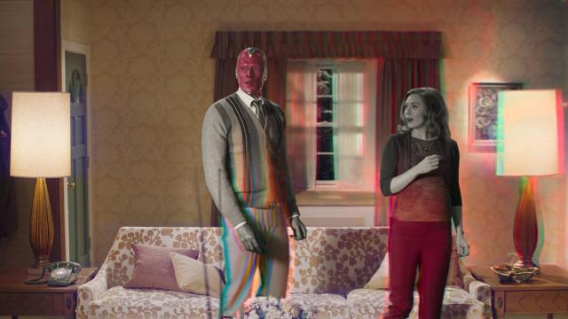 The Vision (Paul Bettany) y Scarlet Witch/Wanda Maximoff (Elizabeth Olsen) en WandaVision. Imagen: Marvel.com