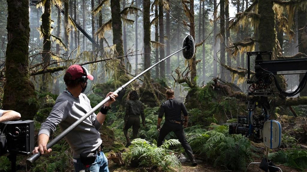 Filmándose una escena en el set de Jurassic World: Dominion (2022). Imagen: John Wilson/Universal Pictures/Amblin Entertainment