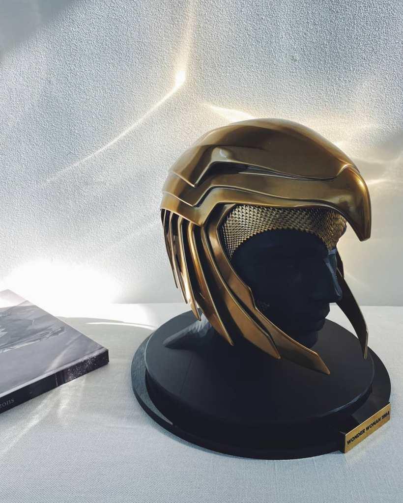 Un casco de la armadura dorada de Wonder Woman (Gal Gadot) en Wonder Wonder 1984 (2020). Imagen: Gal Gadot (@gal_gadot).