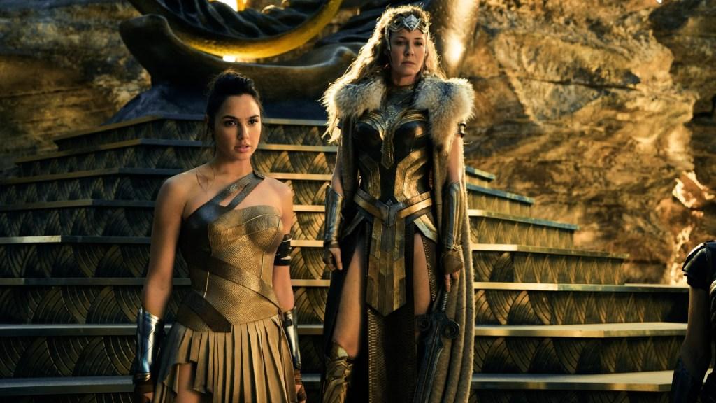 La Princesa Diana (Gal Gadot) y la Reina Hipólita (Connie Nielsen) en Wonder Woman (2017). Imagen: fanart.tv